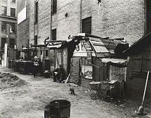 huts_and_unemployed_in_west_houston_and_mercer_st_by_berenice_abbott_in_manhattan_in_1935